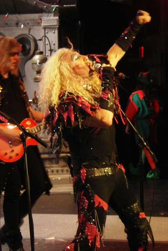 Twisted Sister Christmas.Twisted Sister Destroys Nokia Theatre With A Twisted